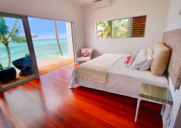 Crystal Blue Lagoon Luxury Villas, Cook Islands - Beachfront Master Bedroom